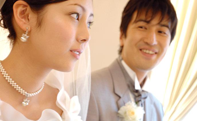 結婚年齢の平均・男性女性の理想の結婚したい年齢との差