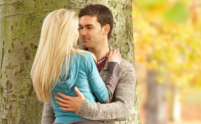 彼女からのハグの仕方かわいく彼氏を抱きしめるタイミング