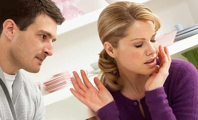 夫の話を遮る妻