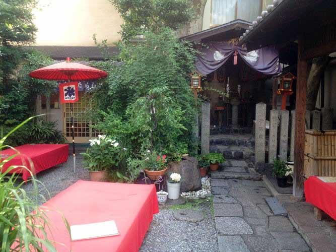 京都のお茶屋に来た気分をたっぷり満喫できそうな素敵なお庭