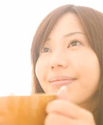 コーヒを飲む女性