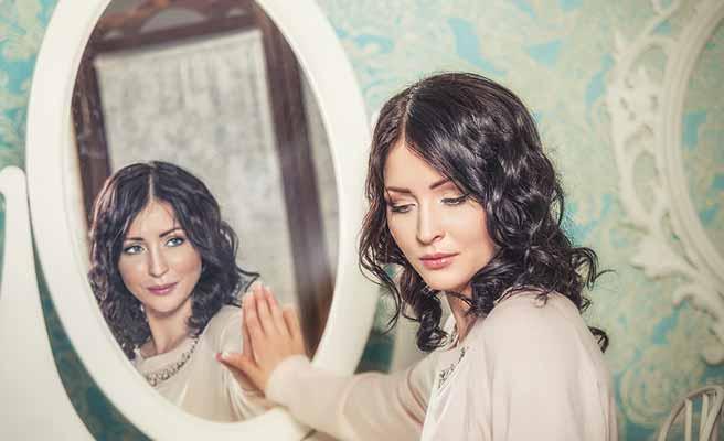 鏡の中の自分が自分に問いかけてくる