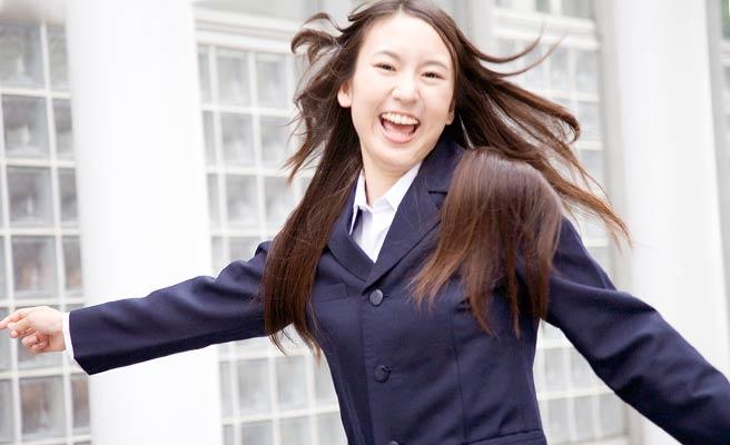 工業高校に通ってる笑顔の女性