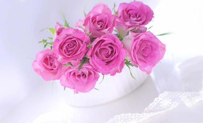 バラの花を活けた贈り物