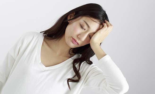 頭痛に悩む主婦