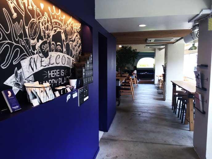 明るい雰囲気のカフェです