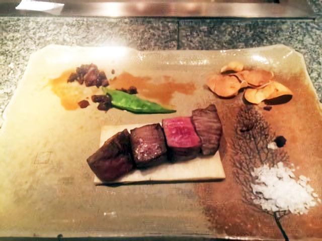 超極上ヒレ肉は岩塩で食べるのがオススメ。