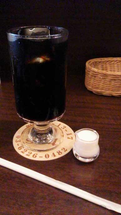 食後に出されたアイスコーヒーはさわやかな味わいですっきり!