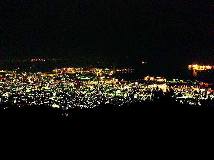 遠くの街の灯りがとても綺麗