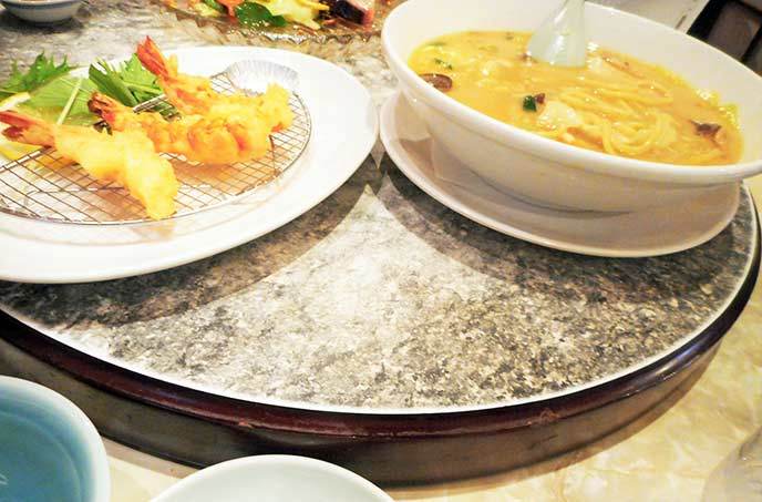 ターンテーブルで本格派中華料理を