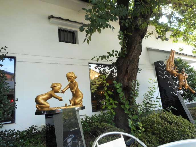 お酒で有名な黄桜直営の施設です