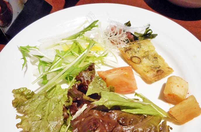 野菜もビュッフェで食べ放題!
