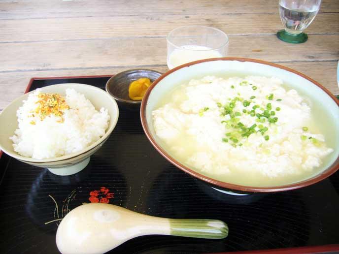 ふわふわな食感が魅力のゆし豆腐セット