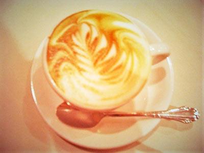 ラテアートが美しいカフェ・カプチーノ