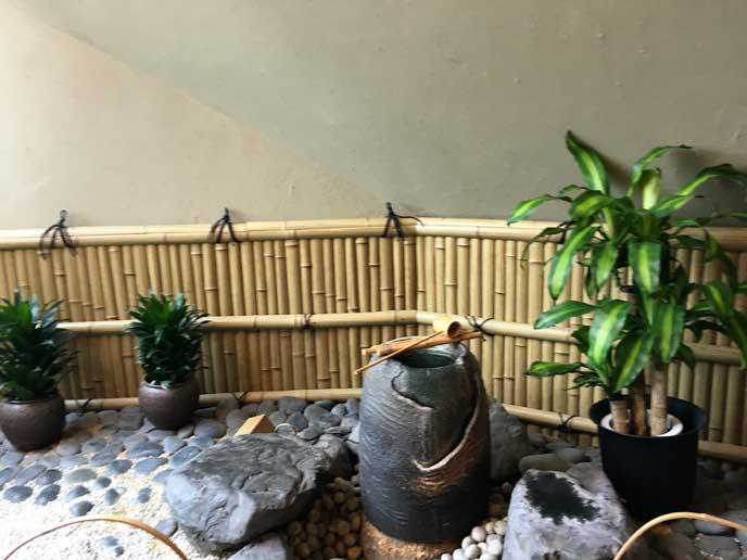 店内には日本庭園を思わせるスペースが!