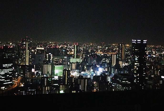 夜風を感じながらロマンチックな夜景を!