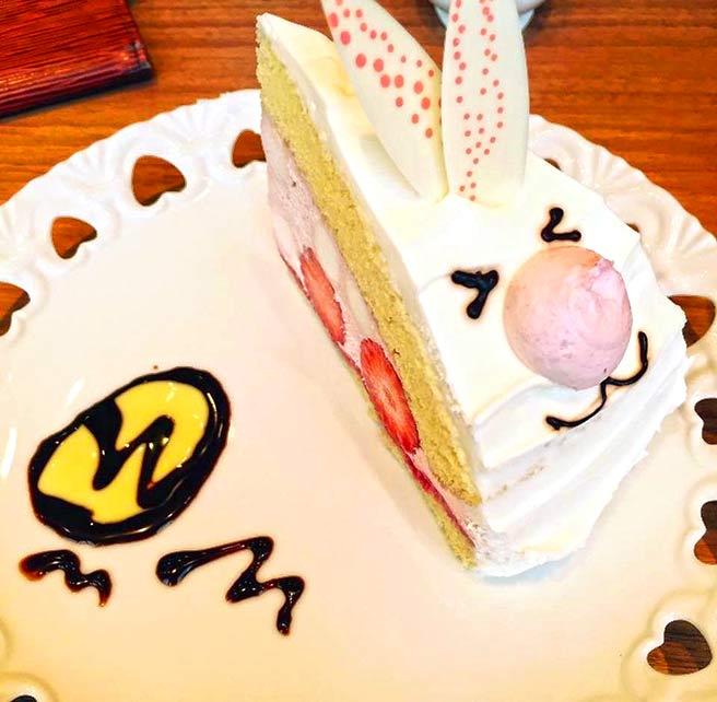 お菓子の国のアリスカフェ by Ducky Duck 新宿ミロード店