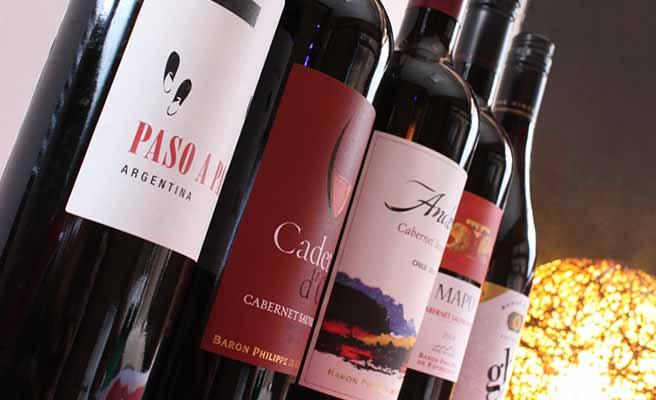 ワインが並ぶ