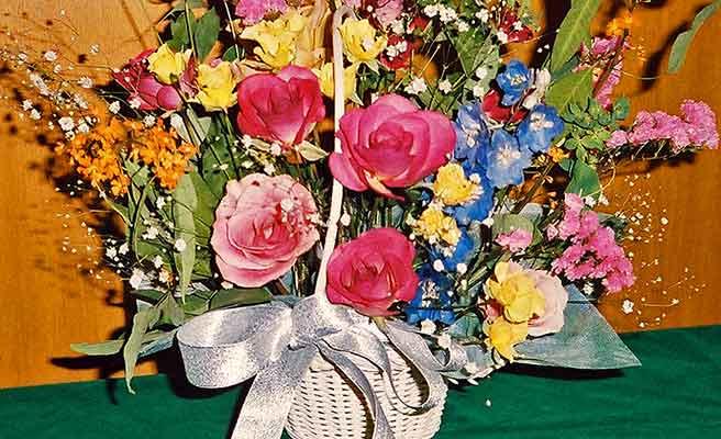カゴに入ってる大きな花束