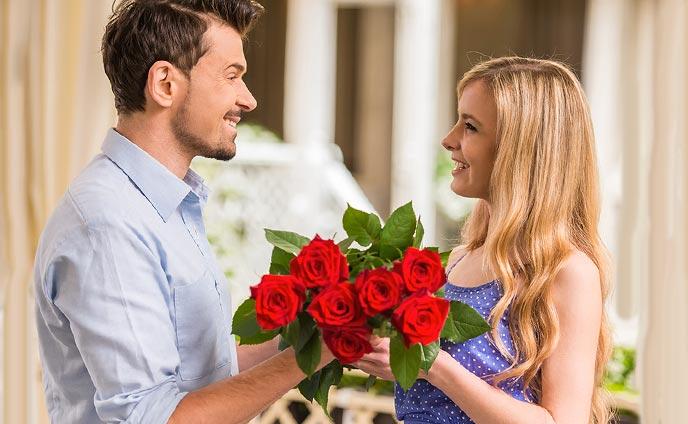 花のプレゼントを彼女に贈る意味