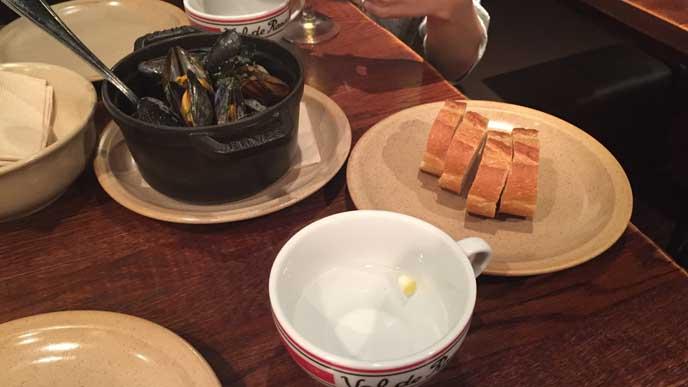 ムール貝もこんなにおしゃれな料理に早変わり。パンとの相性も抜群です。