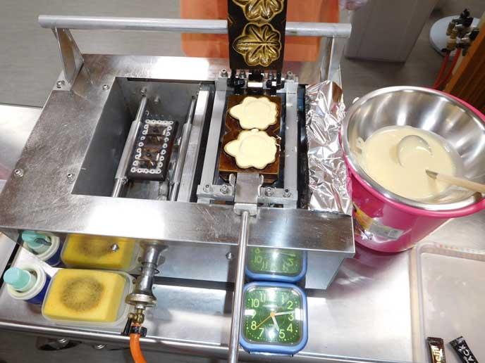 手焼きもみじ饅頭体験。二つだけ焼ける焼き型がなんだか可愛い♥