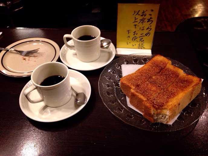 今日のコーヒーと、シナモントースト。彼と二人で食べました♪