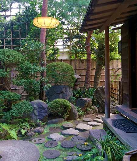日本の寂の心を感じられる庭園。心が落ち着きます。