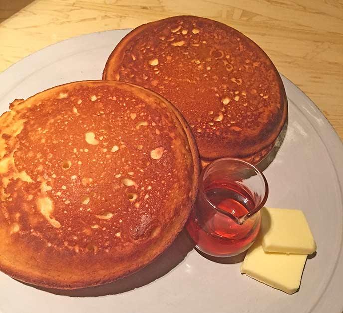 しっかりと焼き色のついたパンケーキは、外のサクッとした食感と中のしっとりさのバランスが最高!