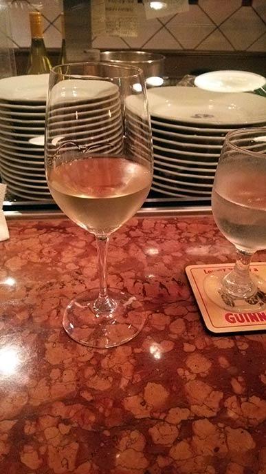 ランチで頼んだ白ワイン