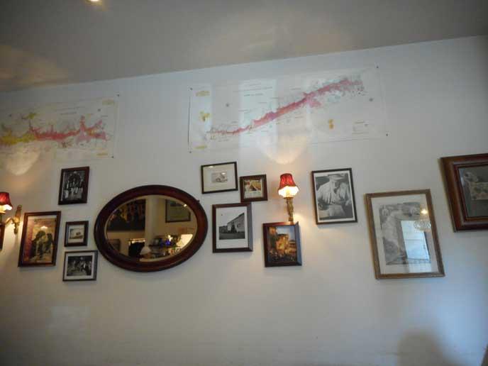 壁にはアートがたくさん