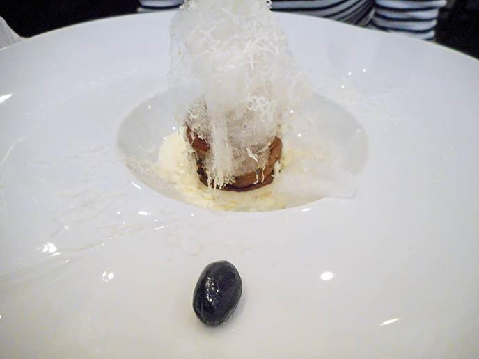 美味しい食事を満喫した後に楽しめる、黒豆のデザート