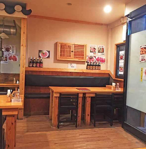 韓国の雰囲気も少し漂う落ち着いた店内は、居心地良い空間。