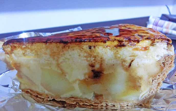 林檎のシブースト。焦がしカラメルの色が鮮やかです。