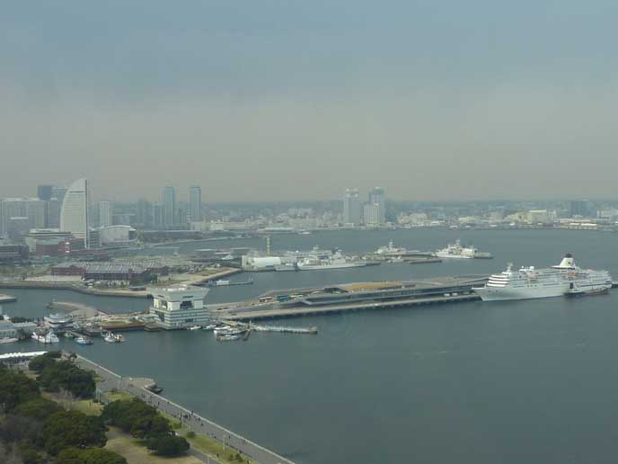 タワーから見た景色☆ 横浜の港町が一望できます。きっと雨の日の街も素敵なはず☆