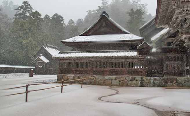 雪の積もった出雲大社