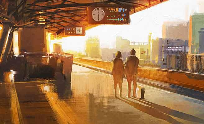 駅で電車を待つカップル
