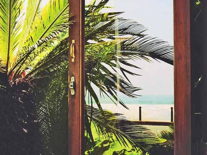 窓際の席からは海を眺めることもできて、とても気持ちいい☆