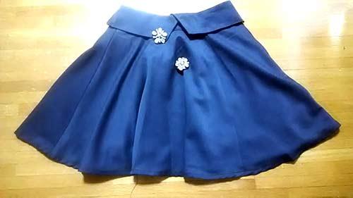 スカート本体とブローチ2個で税込1187円でした。