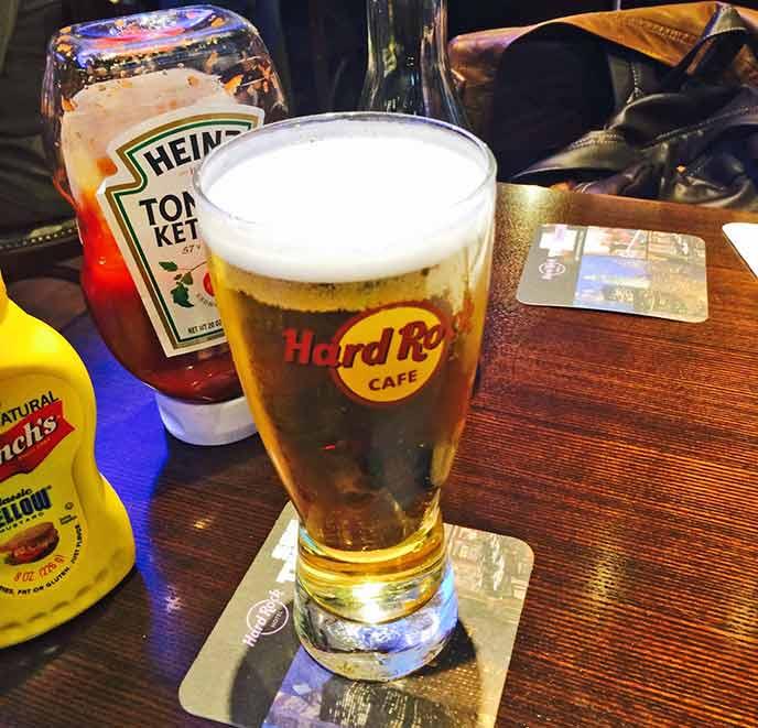 アルコールはもちろん、カフェメニューも充実。