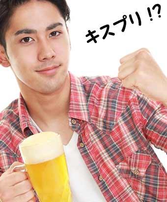 ビールジョッキを持つ男性