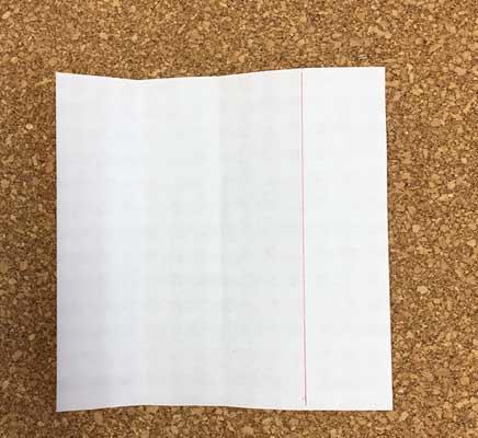 折り紙を1/4に折って線を引く