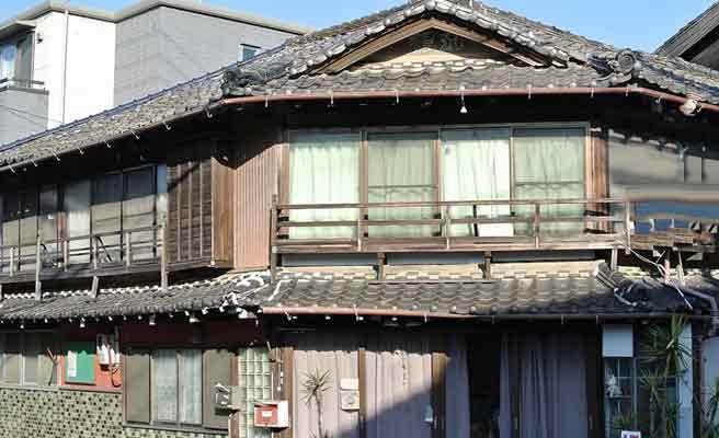 ボロボロの古い家