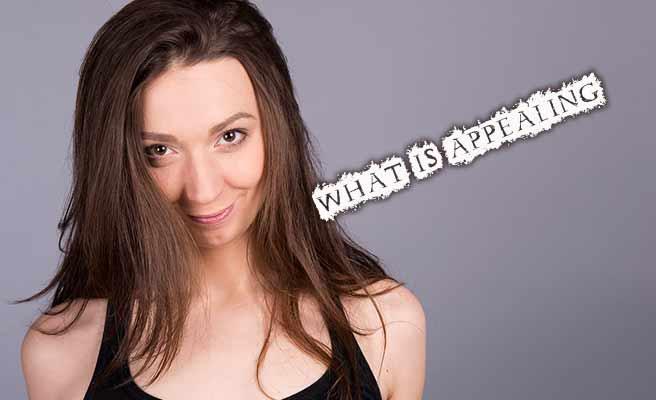 魅力は何と問いかける女性