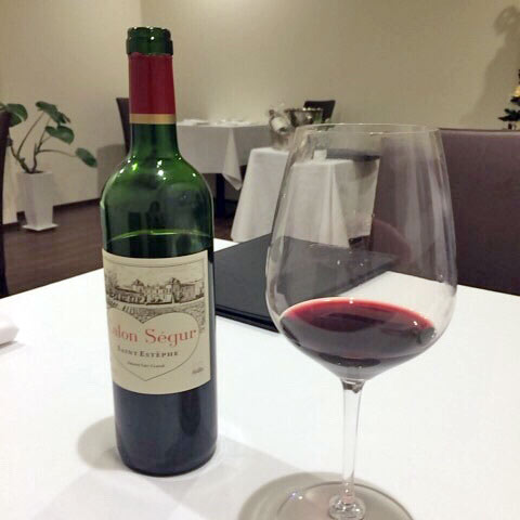 ワインは持ち込みも可。記念日などで特別なワインを用意したい時にはいいですね♪