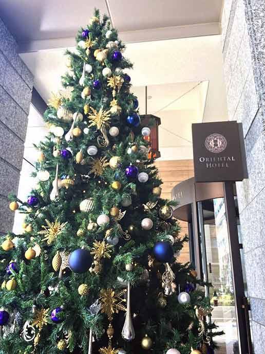 クリスマスにはとっても大きくて素敵なツリーが飾られて気分も上がります