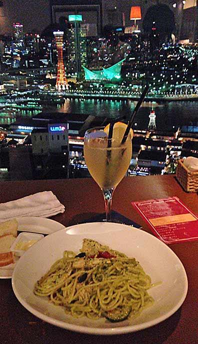 夜景を眺めながらお食事を楽しめる至福の時間☆