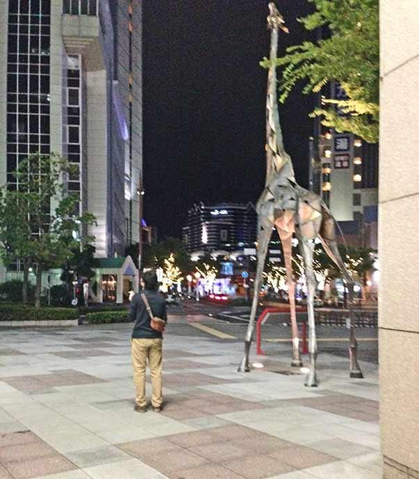 ハーバーランドにある大きなキリンの像が目印のビルの中にレストランはあります♪