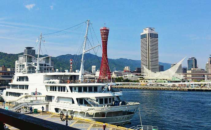 真っ赤なポートタワーが見える港。晴れた日はとても気持ちいい☆