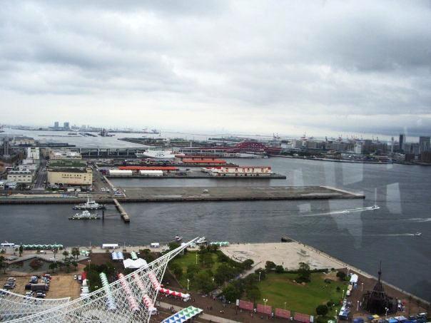 ポートタワーの上からメリケンパークを見下ろした図